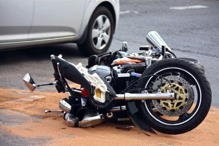 פיצויים גבוהים על פציעה בתאונת אופנוע: 423 אלף שקלים לרוכב שנחבל קשות בגפיים