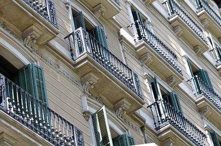 מעשה מגונה בפומבי: השכן נהג להסתובב עירום בבניין