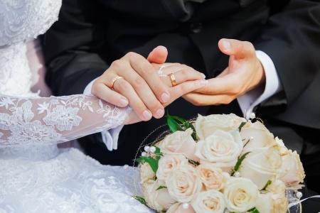 שדכן בתביעה נגד לקוחה: תשלום נוסף בגין הנישואים