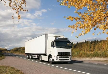 מעידה ממשאית תאונת דרכים: פיצויים לנהג שנפל במדרגות המשאית ונפצע בגבו