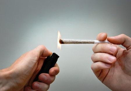 הדחת קטין לשימוש בסמים: מדוע בוטלה הרשעת צעיר שנתן קנאביס לבן 16?