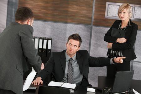 הליך משמעתי או הליך מינהלי: להיות או לא להיות