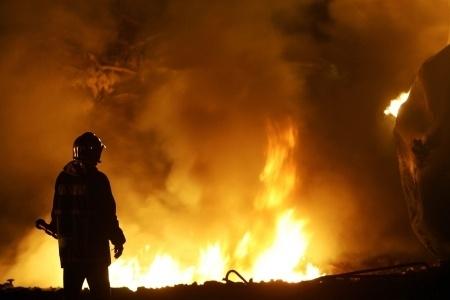 תביעה נגד חברת חשמל בגין נזקי שריפה בפאב