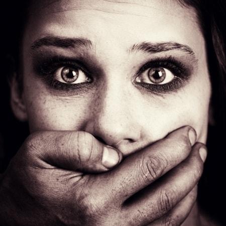 פיצויים לנפגעי תקיפה מינית: יותר מחצי מיליון שקלים לאישה שנאנסה על ידי עובד זר