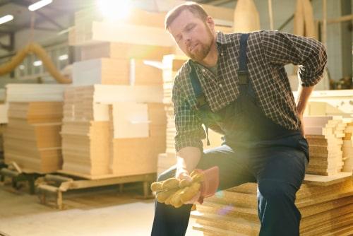 הרמת משא כבד בעבודה: מעסיק ישלם כחצי מיליון שקלים לפועל שנחבל בגבו