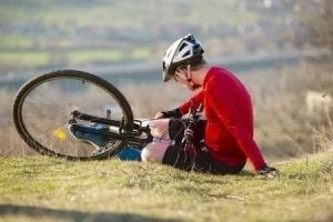 פציעה קשה בתאונת אופניים: נער שנתקל במדרכה ונפגע בבטנו יקבל 700 אלף שקלים