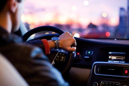 זיכוי בעבירות תעבורה: מתי תצאו זכאים מעבירת שימוש בטלפון נייד ונהיגה בשכרות?