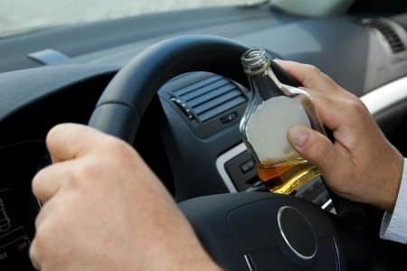 עונש מופחת על נהיגה בשכרות: עבודות שירות לבחור שנהג שיכור ונמלט משוטרים