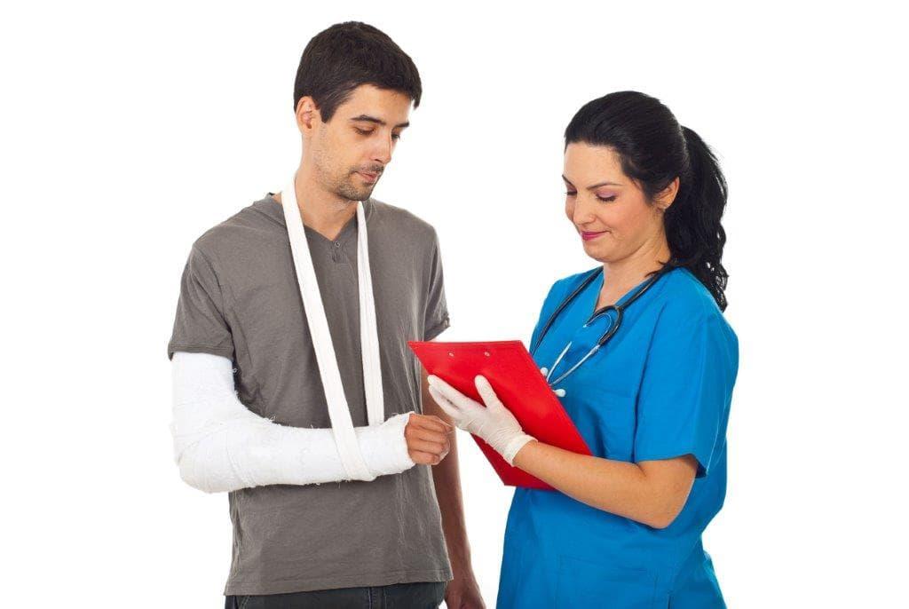 תאונת עבודה פיצוי כספי: עובד מטבח שבר את היד וקיבל פיצויים