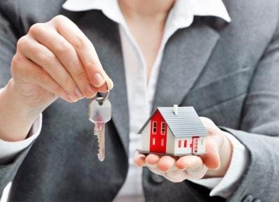 ביטול חוזה שכירות מצד השוכר: יצא מהדירה באמצע חוזה ונתבע בגין נזקים