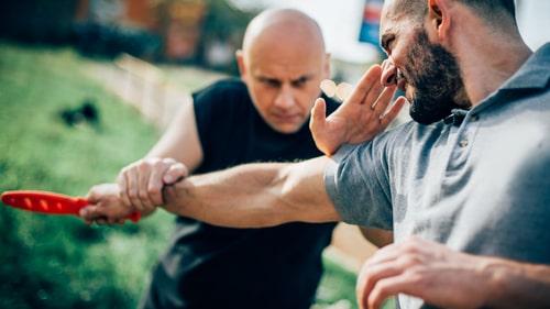 פיצויים בגין פציעה בקורס מאבטחים: 190 אלף שקלים לצעיר שנפגע בידו באימון קרב מגע