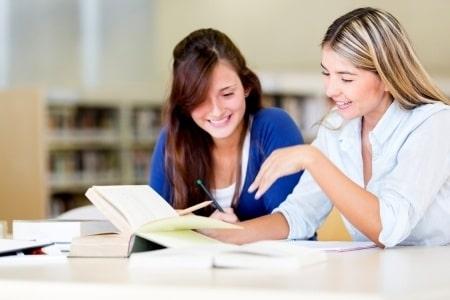 תביעת לשון הרע על פרסומת: אקדמיה שילמה פיצויים לסטודנטים שפורסמו במודעה