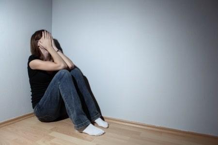עונש קל על תקיפה אלימה: בחור שהכה בעוצמה את בת זוגו קיבל עבודות שירות בלבד